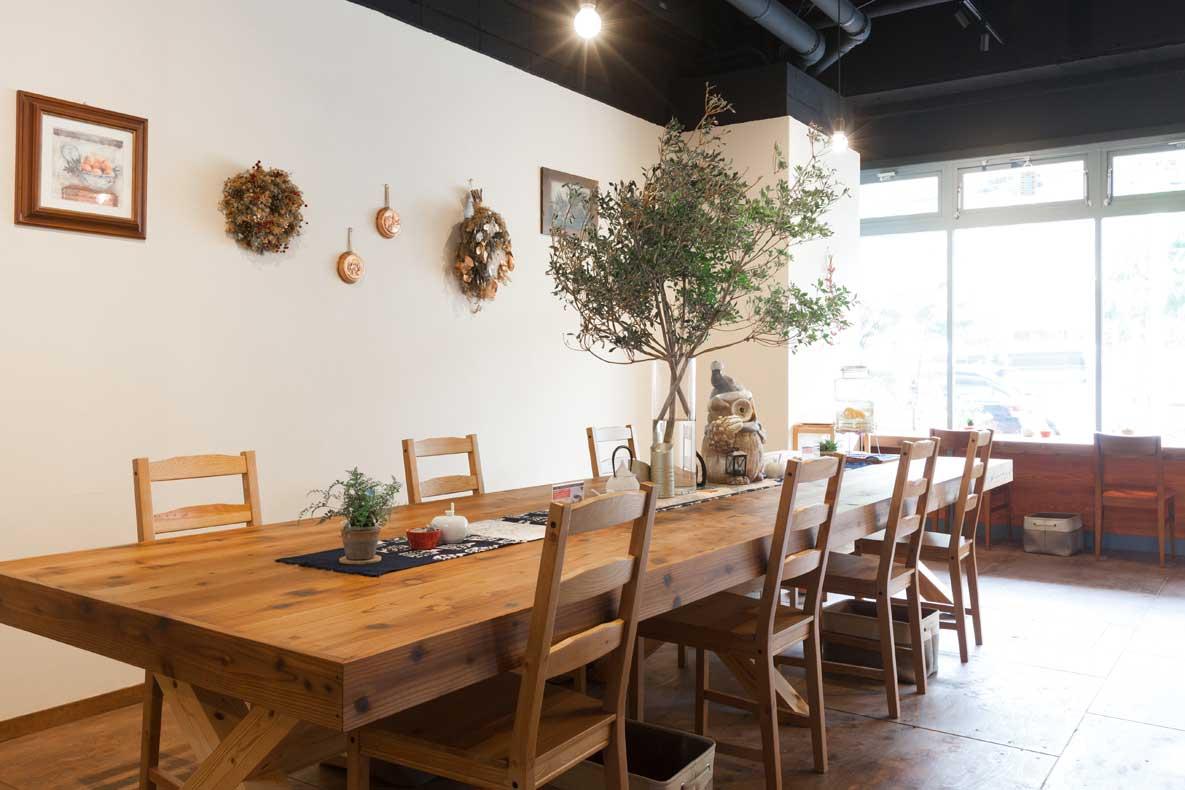 自然をモチーフのくつろぎカフェ